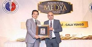 İsmail Erel Yılın En İyi Gazetecisi ödülünü Vatan ÖZ takdim etti