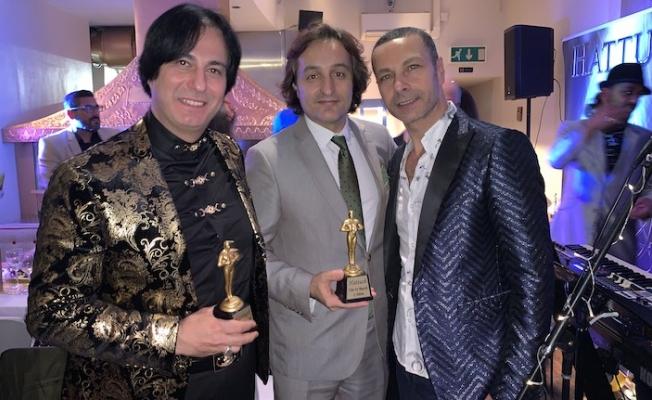 Londra'da Yılın En İyileri seçildi, Vatan Öz ödülünü aldı